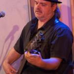 Basgitarist Pieter de Jong